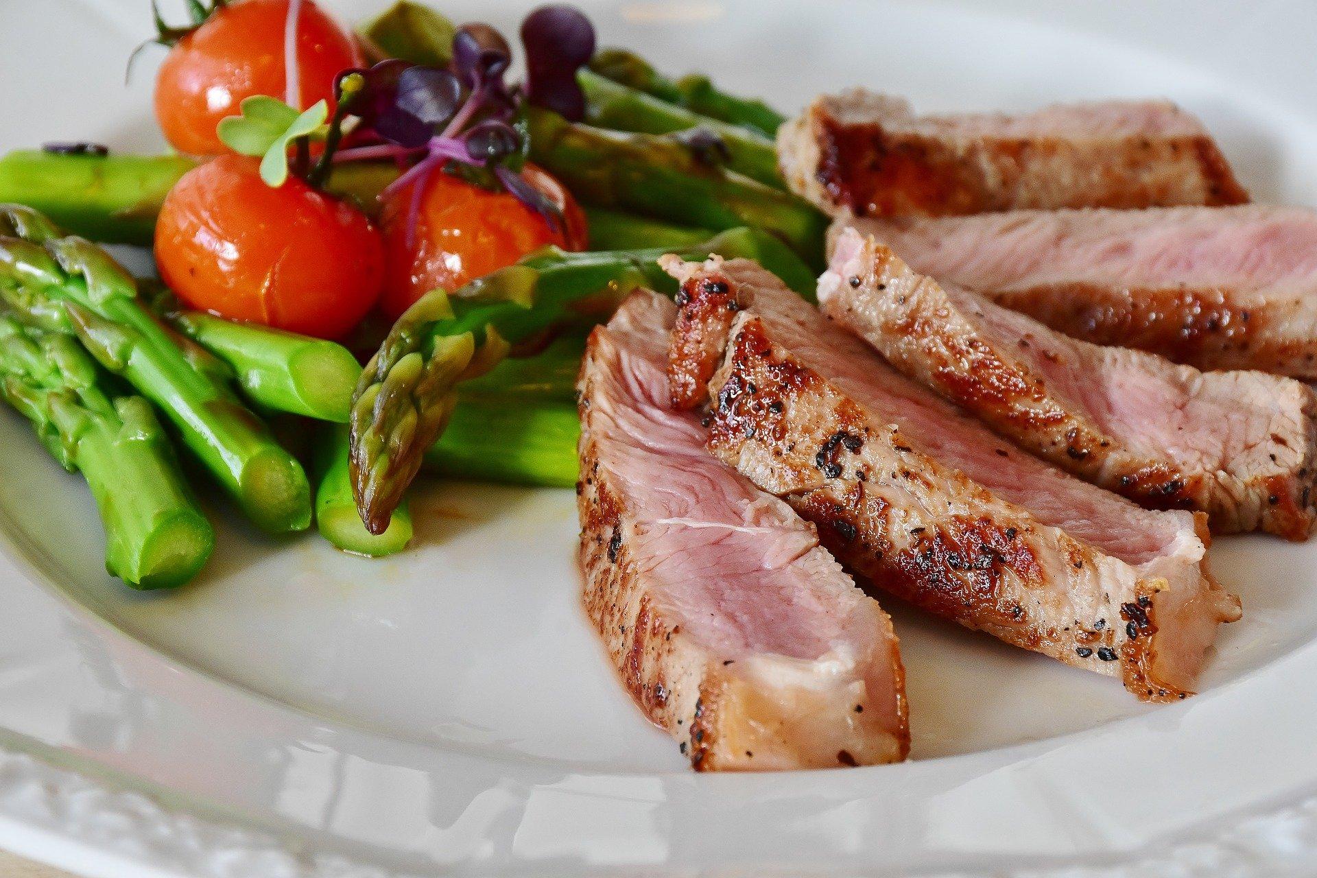 Môcť jesť mäso a žiť ekologicky? Buď reducetarián